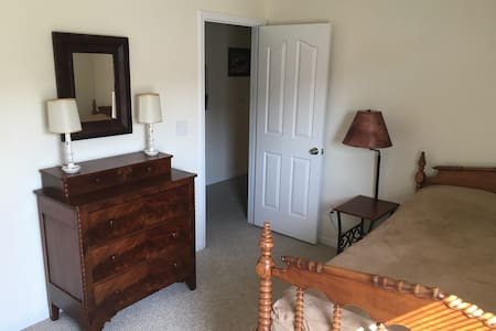 Private bed and bath near Charlotte Speedway. - Harrisburg - Hus
