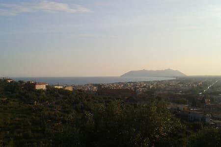 Chalet con vista panoramica - Terracina - Cabin