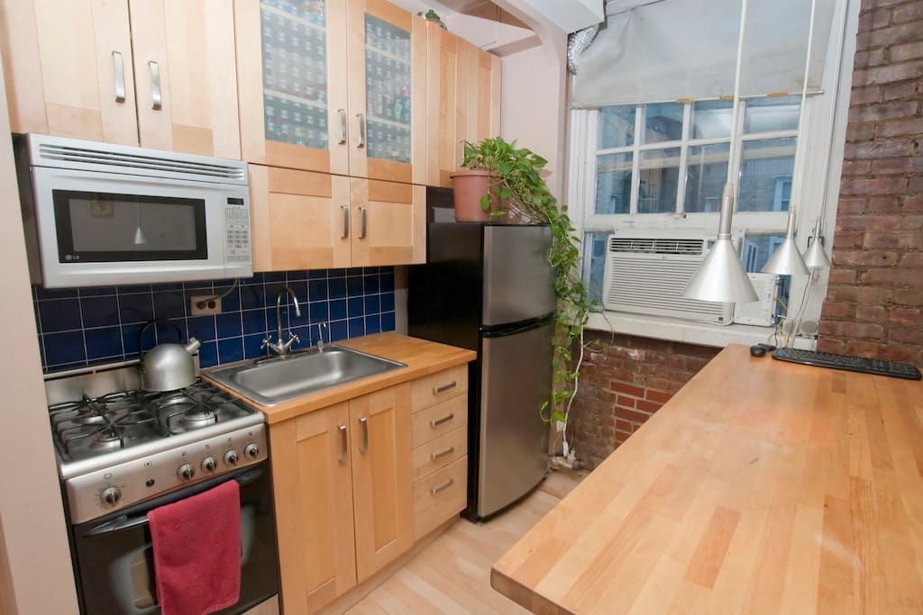 Kitchen with stainless steel appliances.. feel free to use it to save a bit of money while on vacation