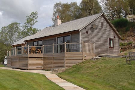 Cottage with stunning sea loch view - Acharacle