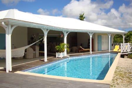 Marie-Galante : Villa avec piscine - Grand-Bourg - Huvila