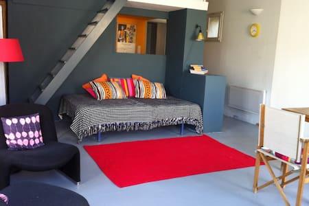 Artist's studio in quiet hamlet - Aigaliers
