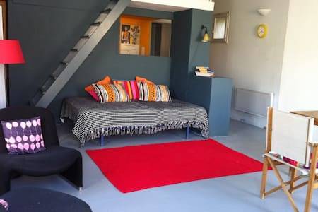 Artist's studio in quiet hamlet - Aigaliers - Apartment