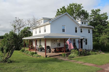 1 Bedroom in 1890's Farm House! - Bed & Breakfast
