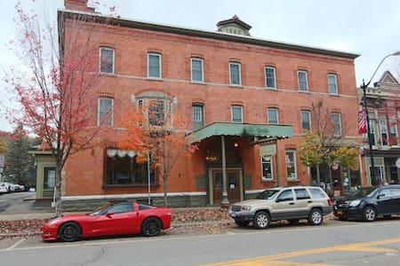 Downtown Ellicottville - minutes to Ski Resorts - Ellicottville - Társasház