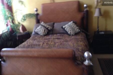 Main St. B & B - Safari - Bed & Breakfast