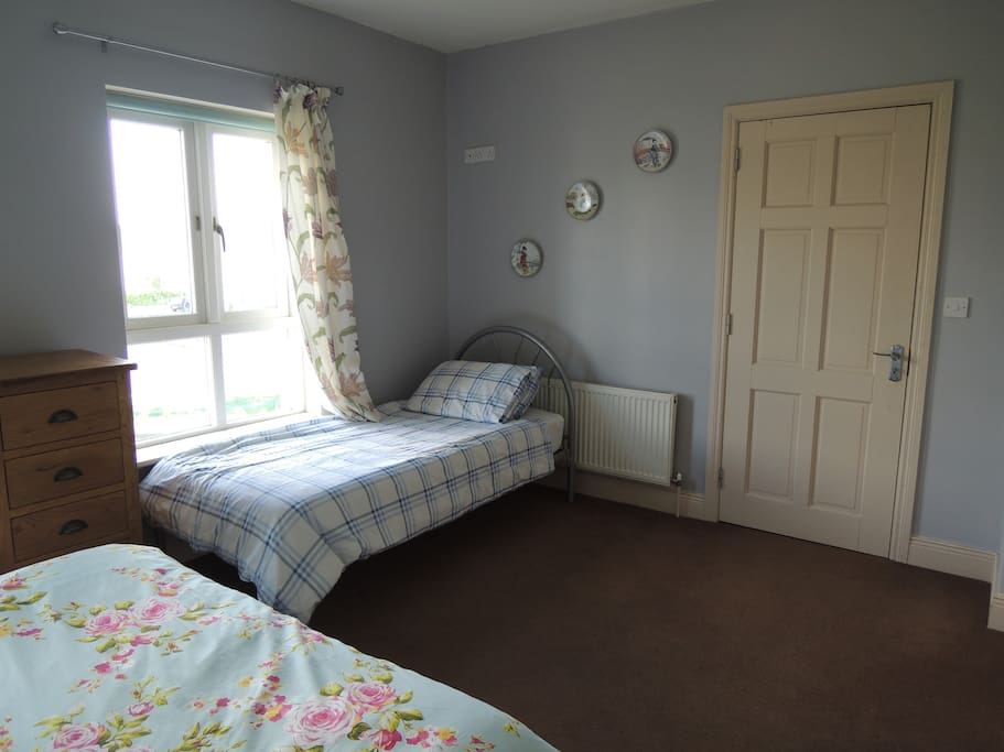 Room for single bed and travel cot