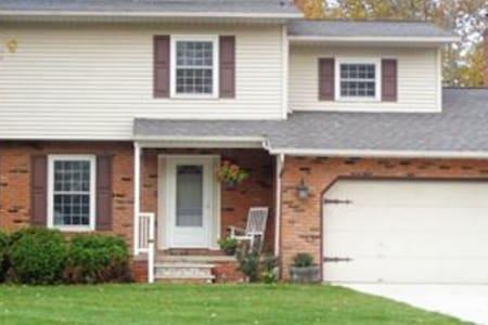Spacious Colonial- RNC 2016 rental - House