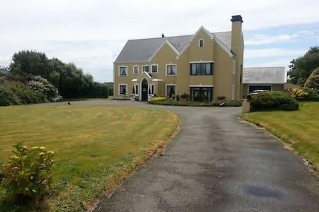 Stay at Ballyumpton House - House