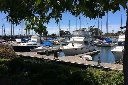 Sunny Yacht - Historic Oakland - Oakland