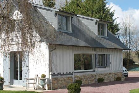 Gite dans un cadre verdoyant - Les Authieux-sur-Calonne - Hus