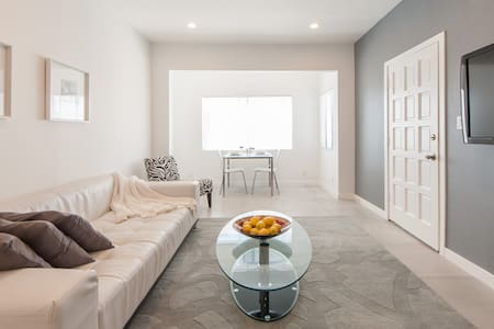 Beautiful modern 2 bed apt steps from Venice Beach - Marina del Rey, Venice, Los Angeles - Appartement