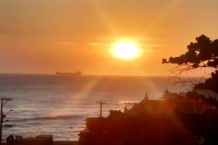 Loft panoramico, frente mar