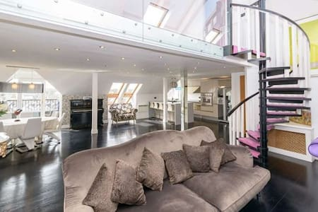 1,800 sq ft, Luxury Penthouse near all amenities. - Leilighet