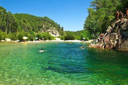 Villa et ses piscines naturelles - Ventiseri - Willa