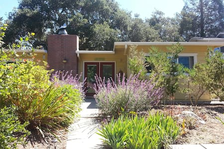 Sweet Cottage Stay in Cambria - Cambria - Casa