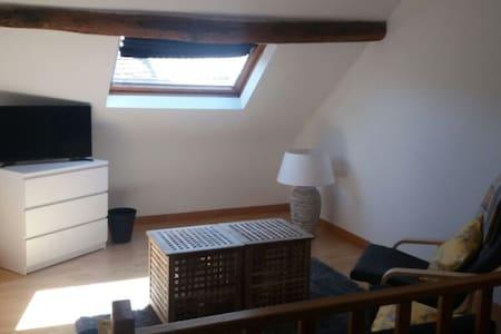 Petite maison confortable au centre de Nivelles - Ház