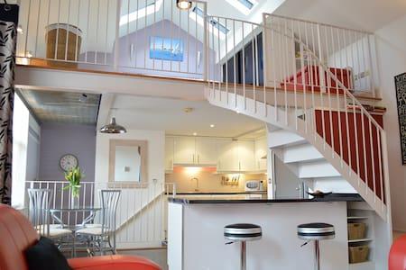The Mezzanine Apartment - Flat