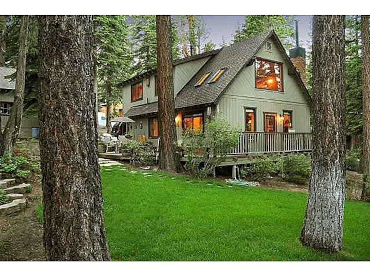 Storybook Charm w/ deck, lawn, hot tub, BBQ Grill, and horseshoe pit for relaxation and telling stories