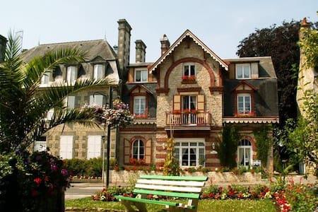 Le Grand Chalet Appt. 2 bedrooms 4* - Bagnoles-de-l'Orne - Lägenhet