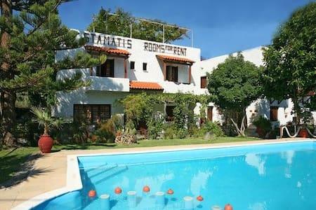 Summer Lodge double room in Crete 1 - Bed & Breakfast