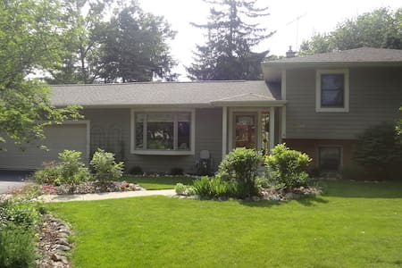 Personable Home in Charming Town - Oconomowoc - Haus