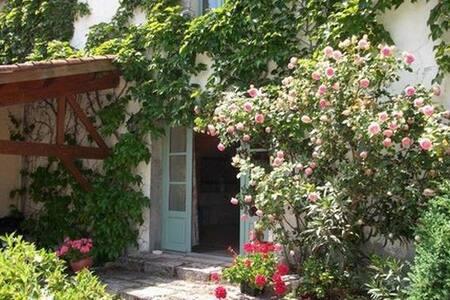 La maison de Clairette - Croix-Chapeau