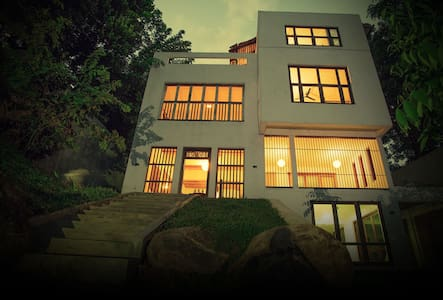 Urban Castle - Urban Relax - Pilimathalawa,Kandy - Bed & Breakfast