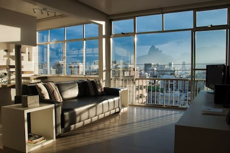 DESIGN LOFT 2 BR WITH GREAT VIEW!