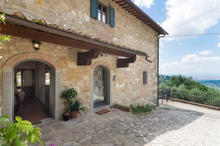 Casa colonica con vista su Firenze,jacuzzi privata - Apartment