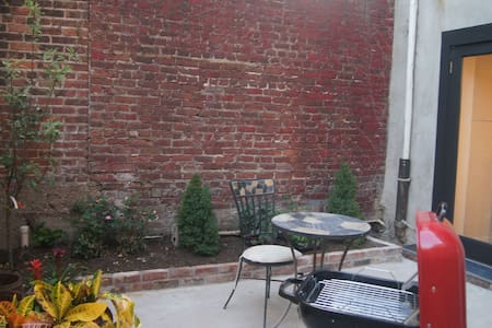 Red Hook Prime 1 BR Private Garden - Brooklyn - Apartment