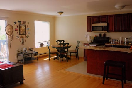 Sunny 1BR apartment,waterfront view - San Mateo - Apartment