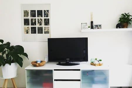 Quiet, cosy studio with garden +PK - Groningen - House