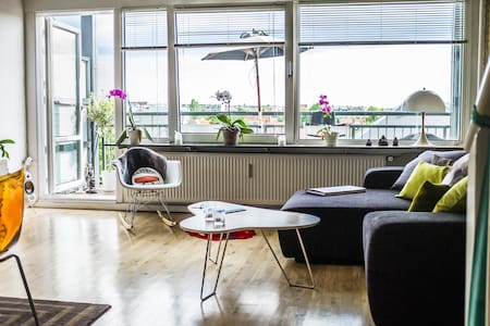 Large livingroom with dining table, and large sofa. Entry to nice balcony. Functional kitchen. Bedroom with Queen size bed. Bathroom with wc and shower. Wifi. No TV. 5 min. to Valby Station. 15 mon. to City Center. FEB. 2016: at least 6 days stay.