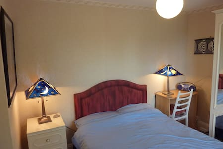 Comfy Double Room - pleasant house - Cheltenham