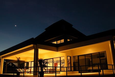 Luxury Pool Villa Fiji - Sleeps 12 - Vuda Point - Casa de campo
