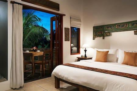 Amrit Bed & Breakfast (Pucuk Room) - Ubud