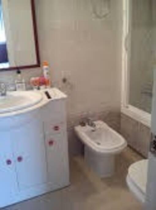 cuarto de baño habitacion de matrimonio