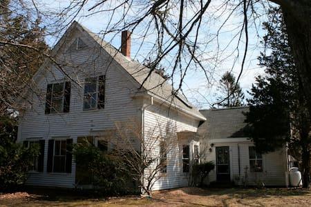 1846 Captain's House Room #2 - Casa