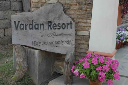 Vardan Resort  ,pokhara - Bed & Breakfast