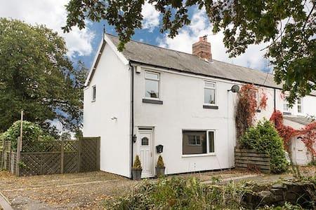 3 bedroomed cottage - Ponteland - Huis