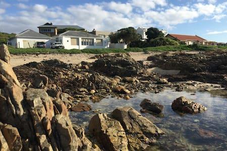 Family beach cottage right on the sea - Van Dyks Bay - House