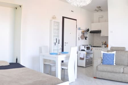 Apartment in tranquil area next to the Lake - Peschiera del Garda - Apartment