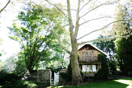 Charming Stone Cottage - New Hope