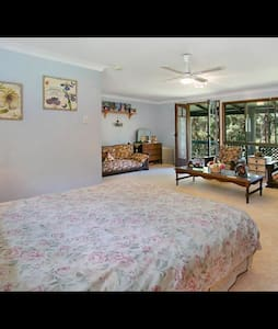 Country charm 10 minutes from Burleigh beach - Reedy Creek - Bed & Breakfast