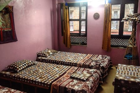 Ye Ole Fart Long-term Retreat, Changu, Bhaktapur - Changunarayan - Bed & Breakfast