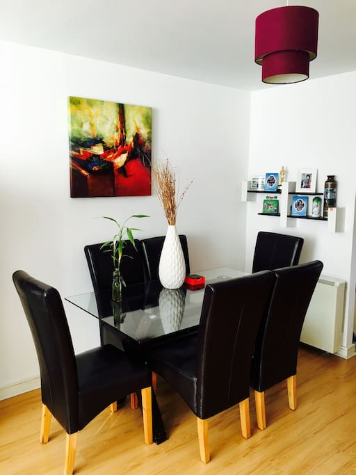 Cosy Room in City Centre Apartment