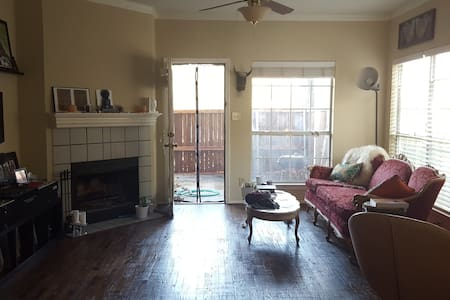 Gorgeous 1br townhome with patio - Dallas