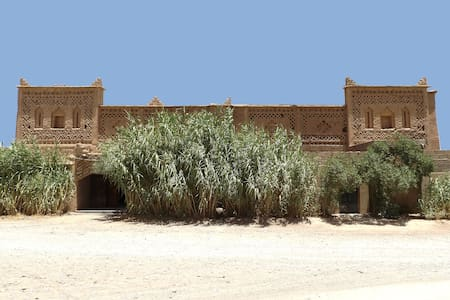 La Kasbah Familiale, Porte de la Palmeraie. - Hus