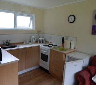 2 Bed Chalet Ceredigion,  New Quay, West Wales - Kabin